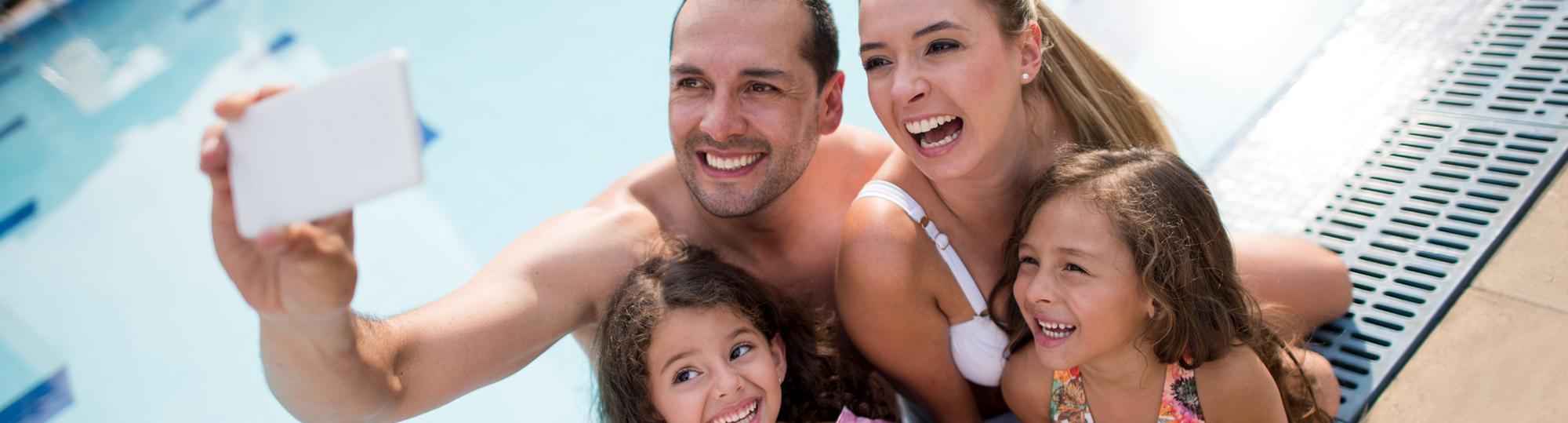 comfort inn deal hero family at pool